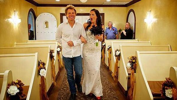Jon Bon Jovi escorts the Australian bride down the walk
