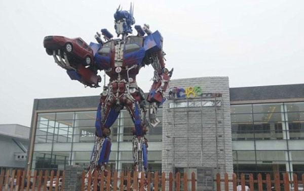 Imposing Optimum Prime Statue
